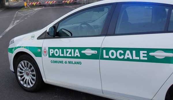 Comune e Federmilano alla Vogue Fashion's Night Out col gazebo della Polizia Locale